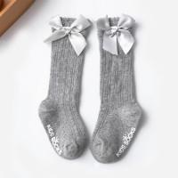 Medias hasta la rodilla con estampado de letras decorativas con lazo para niña - Hibobi